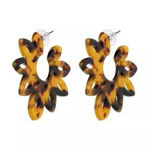 NEW 🌼 Tortoiseshell Cut Out Flower Hoop Earrings